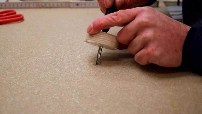 Make perfect wooden circles _ jigsaw jig _ with(out) center hole